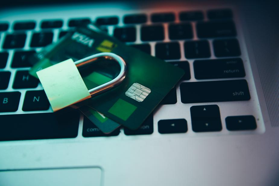 computer-security-lock-and-payment_925x.